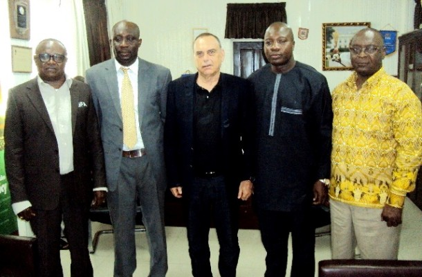 MINISTER FORMALLY WELCOMES NEW GHANA COACH